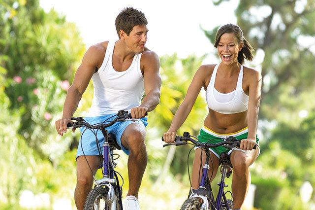 GM-2013-08-Fit-und-Schoen-Fitness—Serviceseite–Starke-Knie-Fahrrad-fahren-78163305